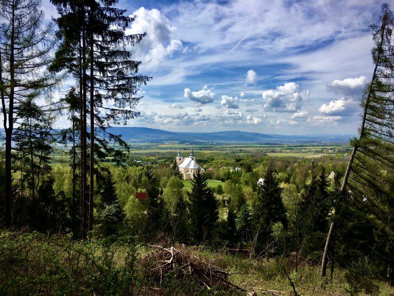 Widok na miejscowość Nowa Wieś w gminie Międzylesie.